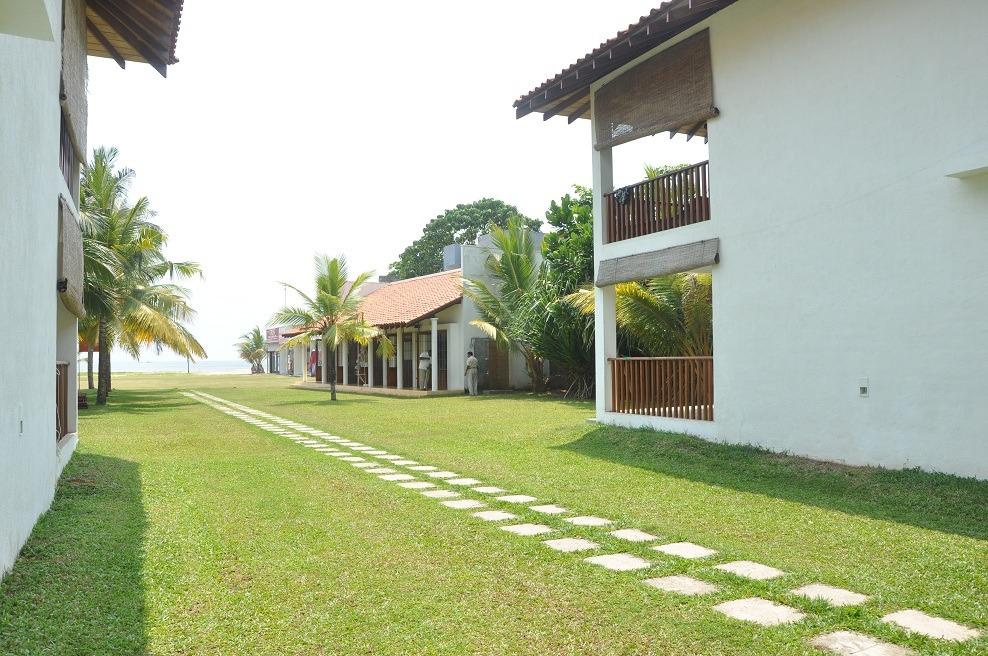 beach view at muthumuni beach resort